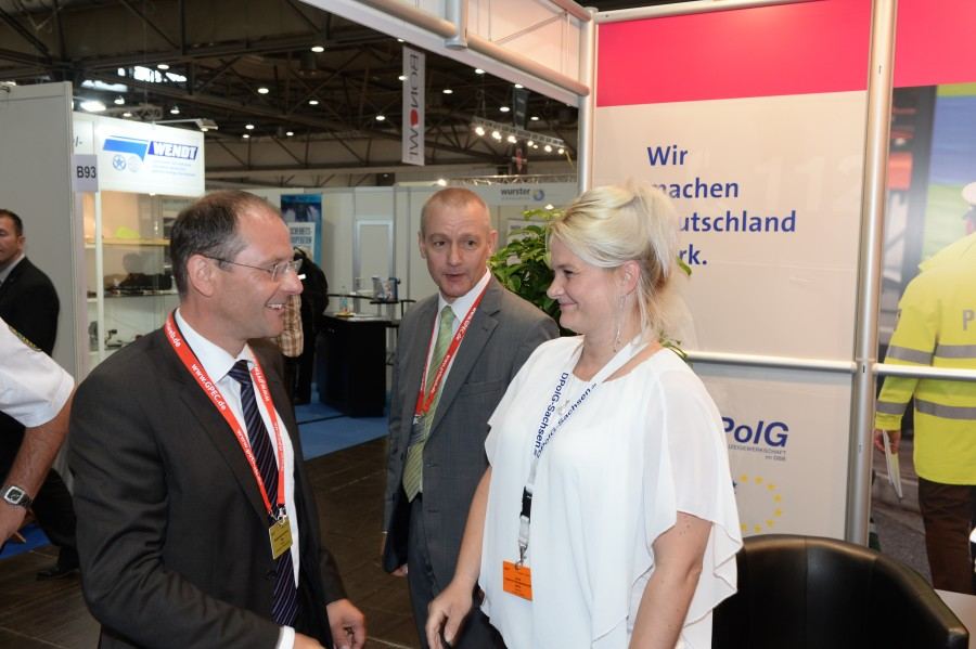 Innenminister Ulbig am Stand